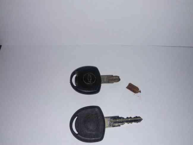 Cerrajería automotor (confección de llave partida)